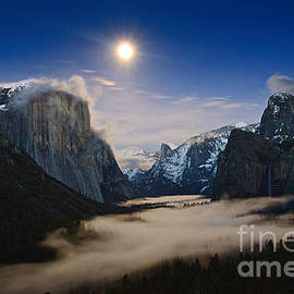 Jamie Pham - Twilight - Moonrise over Yosemite National Park.
