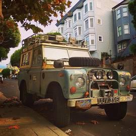 Robert Stewart - Urban Rover #landrover #sf