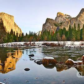 Jamie Pham - Vally View Panorama - Yosemite Valley.