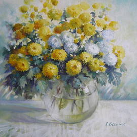 Elena Oleniuc - Vase of chrysanthemums