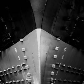 Newel Hunter - Vessel 4 BW