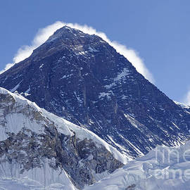 Robert Preston - View of Mount Everest from the summit of Kala Pathar in the Everest Region of Nepal