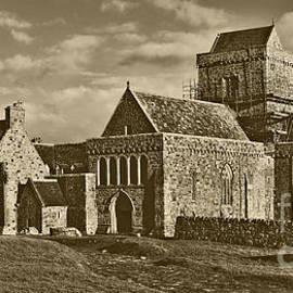 Lynne Sutherland - Vintage Feel Iona Abbey