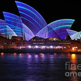 Kaye Menner - VIVID SYDNEY by Kaye Menner - Opera House ... Blue Lines