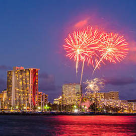 Tin Lung Chao - Waikiki Diamond Head Firework