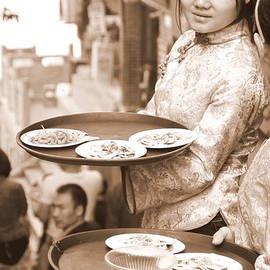 Valentino Visentini - Waiting Waitresses