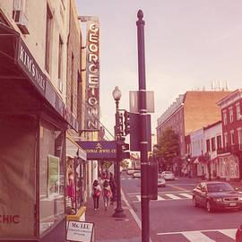 Nicola Nobile - Walking in Georgetown