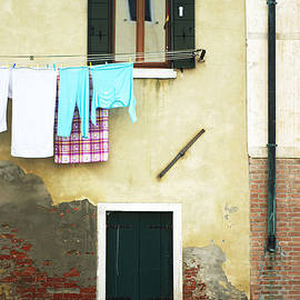 Suzanne Powers - Wash Day In Venice