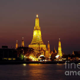 Fototrav Print - Wat Arun Temple of Dawn at sunset Bangkok