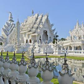 Bob VonDrachek - Wat Rong Khun