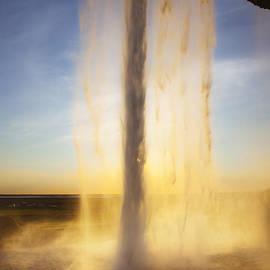 Fabian Roessler - Waterfall in sun