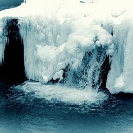 Dan Sproul - Waterfall In Winter
