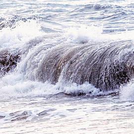Elena Elisseeva - Wave in stormy ocean