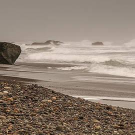 Lee Kirchhevel - Waves crashing at San Simeon Beach