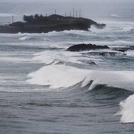 Marcus Dagan - Powerful Waves In San Juan # 1