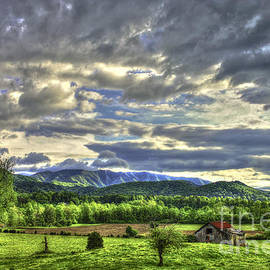 Reid Callaway - Wears Valley Barn Great Smokey Mountains