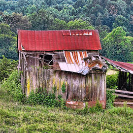Victor Montgomery - Weathered Barn