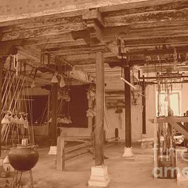 Four Hands Art - Weaving Mill In Omkareshwar II