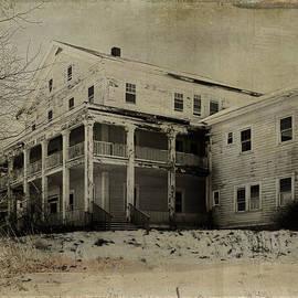 Pamela Phelps - White Lake Mansion House