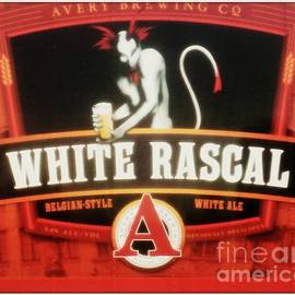 Kelly Awad - White Rascal