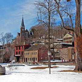 Suzanne Stout - Winter in Harpers Ferry