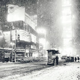 Vivienne Gucwa - Winter - Times Square - New York City