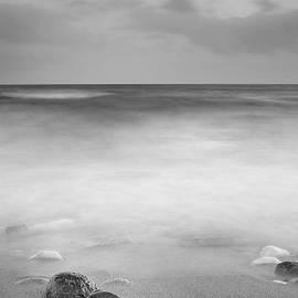 Guido Montanes Castillo - Black stones
