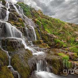 Paul and Fe Photography Messenger - Brides Veil Waterfall