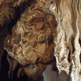 Colette V Hera  Guggenheim  - Grotte Magdaleine Region Ardeche France