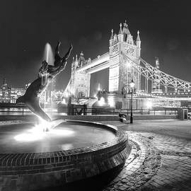 David French - Tower Bridge Girl with a Dolphin