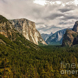 Chris Berry - 297 - Yosemite Valley HDR