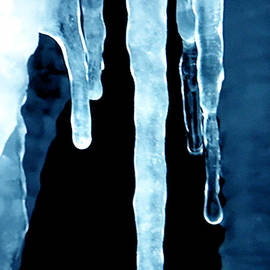 Colette V Hera  Guggenheim  - Ice Particles
