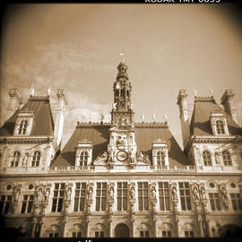 Mike McGlothlen - A Walk Through Paris 15