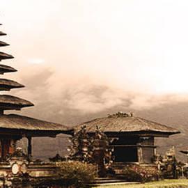 Yvon van der Wijk - Bali - Uluwatu island temple