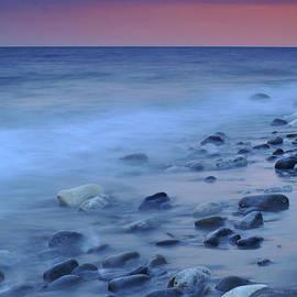 Guido Montanes Castillo - Blue stones