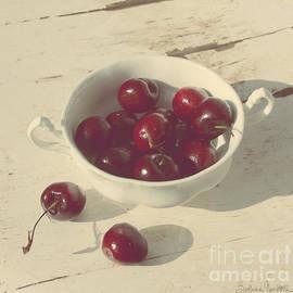 Svetlana Novikova - Cherries Still Life