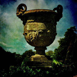 Chris Lord - Classic Monumental Garden Urn