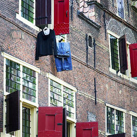 Fabrizio Troiani - Clothes hanging from a window in Kattengat