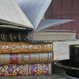 Nomad Art And  Design - Coffee Break with Books