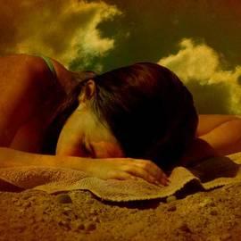 Tanya Keefe - Dreaming At The Beach