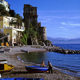 Cliff Wassmann - Fishermen at Atrani Italy