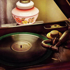 Mike Savad - Furniture - Record - Playin the oldies