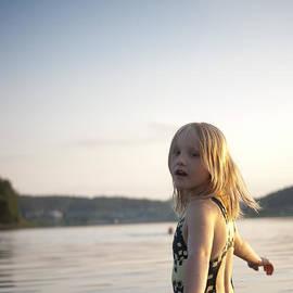 Armen Bogush - Girl smilimg in lake