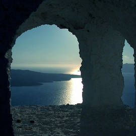 Colette V Hera  Guggenheim  - Good view Santorini Island