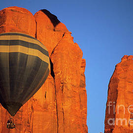 Bob Christopher - Hot Air Balloon Monument Valley 1