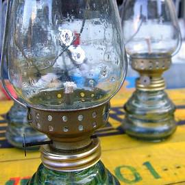Yali Shi - Kerosene Lamps