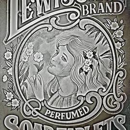 Li   van Saathoff - Lewison