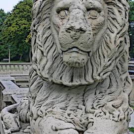 Geoff Strehlow - Lion Statue Lake Park
