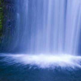 Larry Keahey - Lower Multnomah Falls