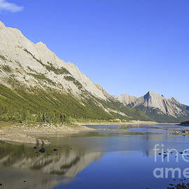 Teresa Zieba - Medicine Lake Jasper National Park
